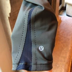 Lululemon size 6 army green cropped leggings black